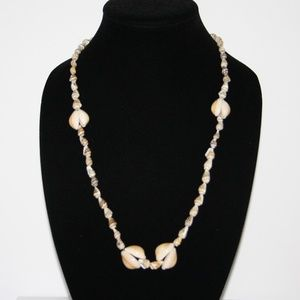 Beautiful vintage shell necklace 34""